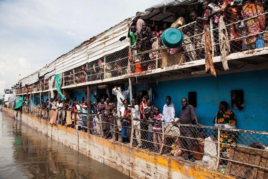 Des Soudanais du Sud arrivant au port de Juba (août 2012)