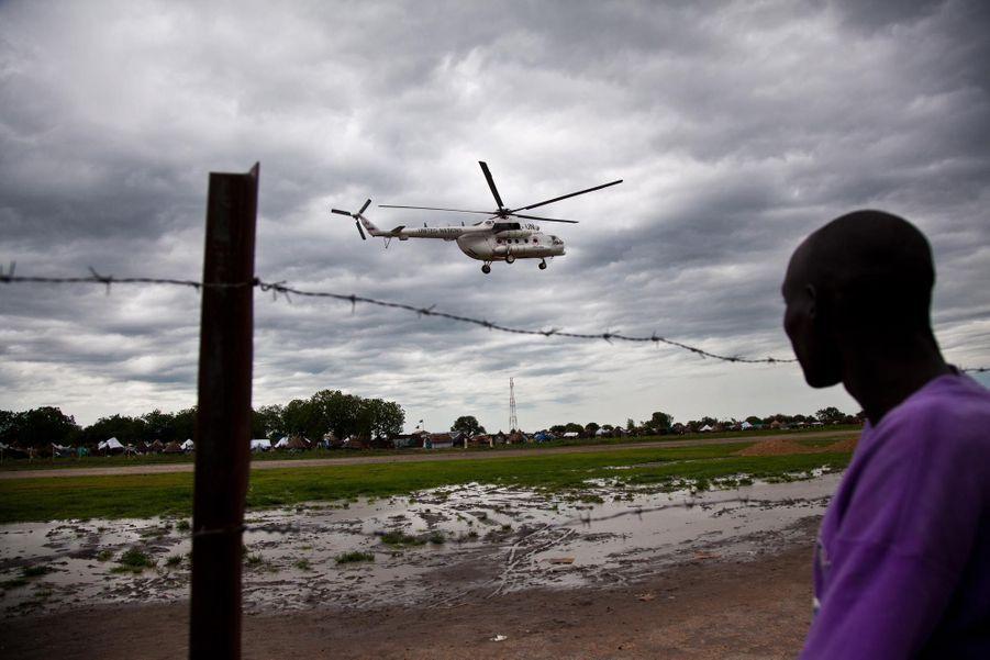 Un hélicoptère de l'ONU survole Pibor (juin 2012)