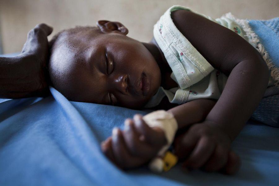 Une petite fille souffrant de la malaria (juin2012)