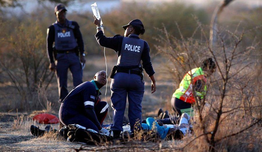 De nombreux mineurs ont été blessés. «Beaucoup de gens ont été blessés et le bilan continue à s'alourdir», a déclaré le ministre de la police Nathi Mthethwa au micro de Talk Radio. 702.