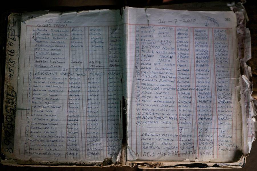 Registre tenu par des trafiquants, en 2010. Y sont listés les noms des migrants et leur pays d'origine.
