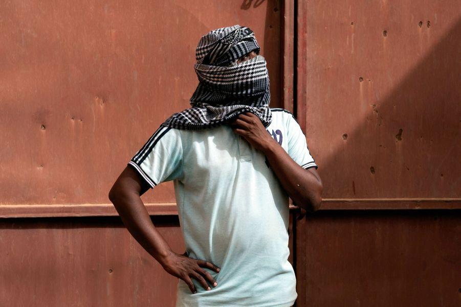Ahmed Ali, chauffeur, transporte les migrants vers la Libye. « Pour gagner ma croûte », dit-il.