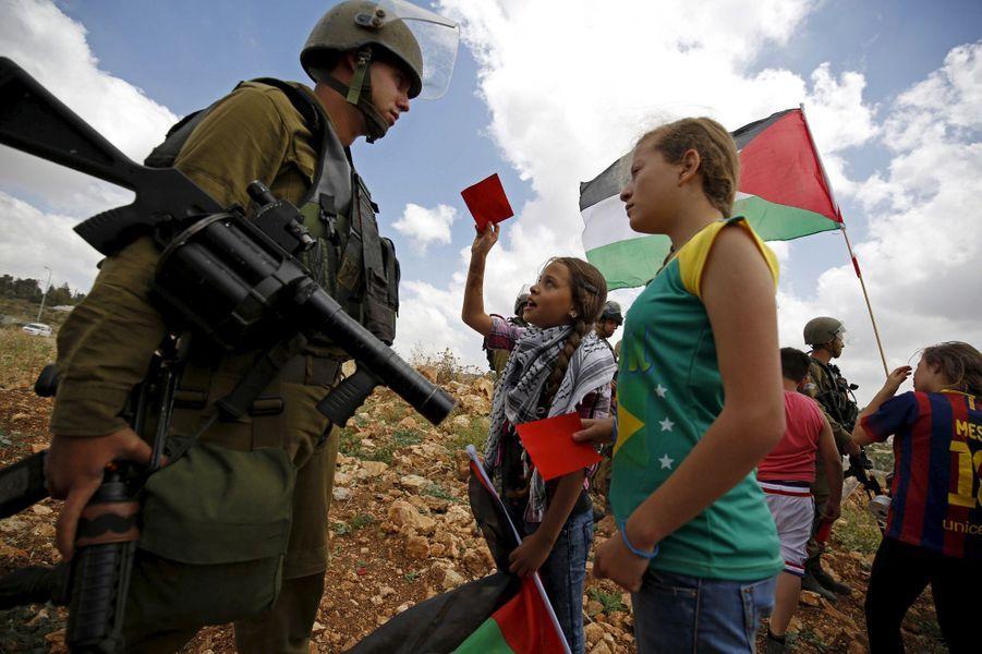 En 2011, une manifestation contre les équipes de football israéliennes basées en Cisjordanie.