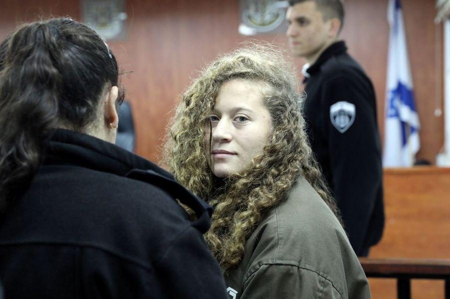 Ahed Tamimi photographiée le 1er janvier alors qu'elle se trouve devant le tribunal.