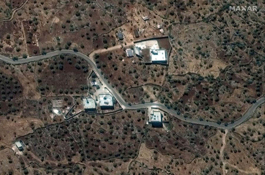Le 28 septembre. Vue satellite de la résidence d'Al-Baghdadi, entourée de murs, près du village de Baricha (Syrie).