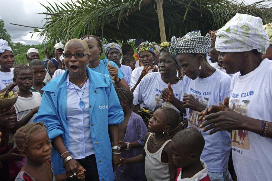 Angelique Kidjo en campagne pour l'Unicef en Sierra Leone en 2008