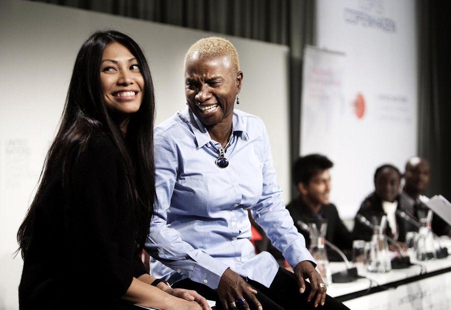 Angelique Kidjo et Anggun à une conférence sur le climat en 2009 à Copenhague
