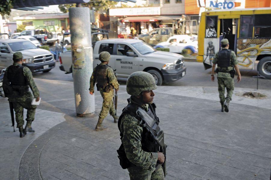 3 mars. Déploiement militaire avenue Insurgentes après le troisième mitraillage de la même salle de sport.
