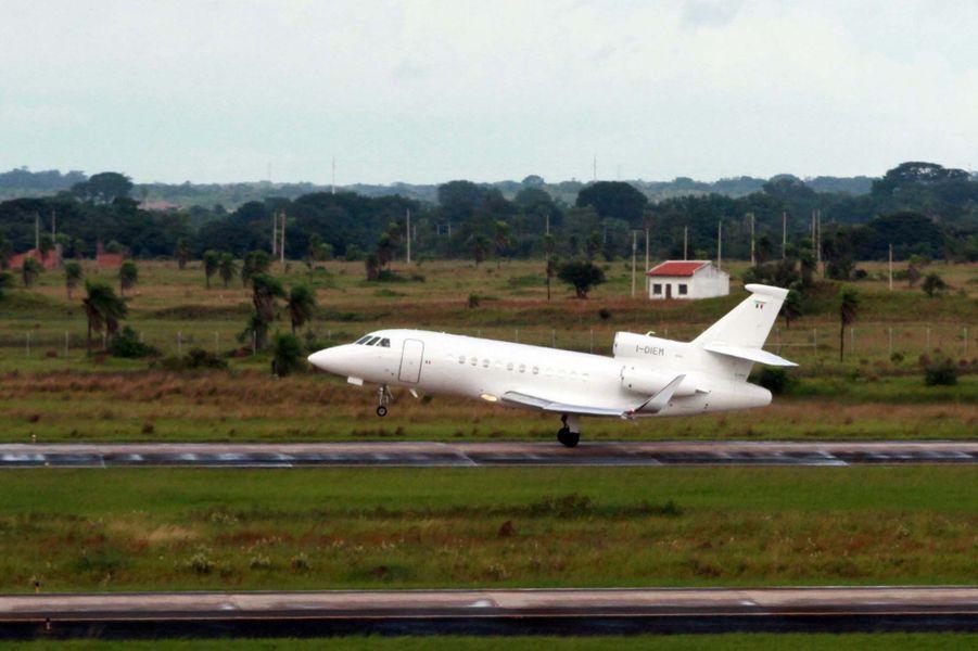 L'avion s'envole de l'aéroport de La Paz.