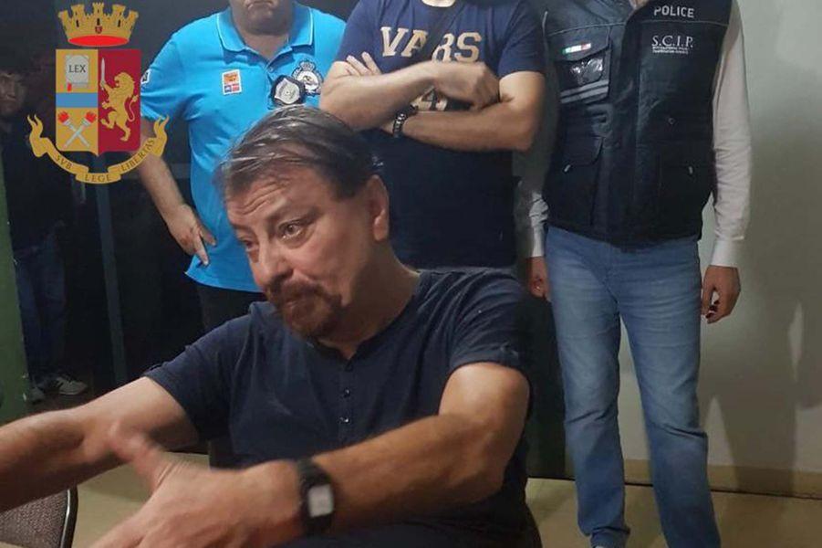 Cesare Battisti interrogé par les autorités en Bolivie.