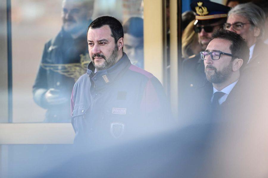 Les ministres de l'Intérieur, Matteo Salvini, et de la Justice, Alfonso Bonafede, attendent Cesare Battisti.