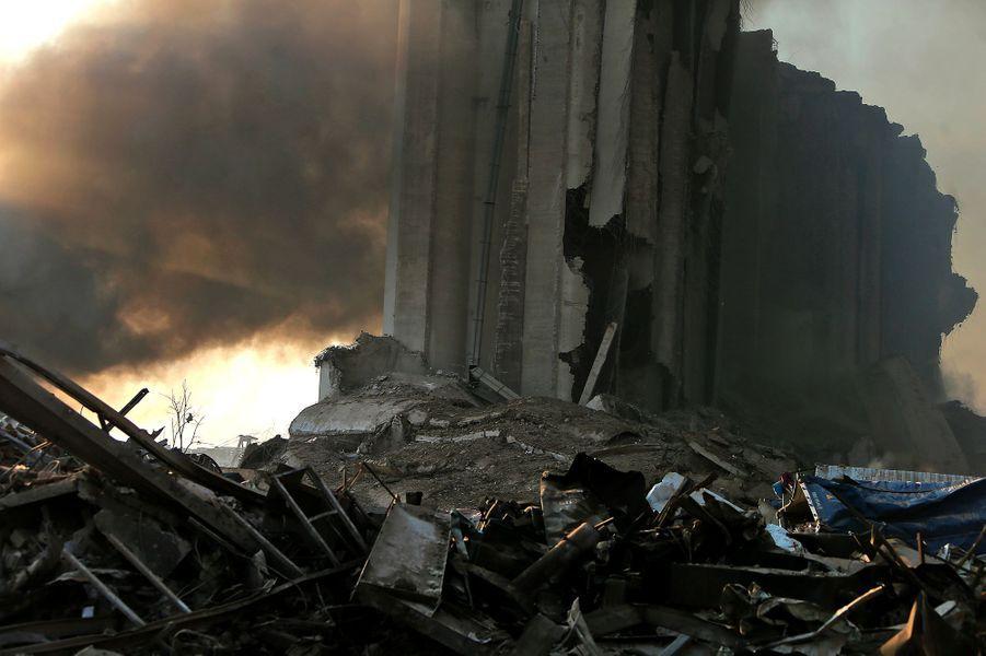 Quelques minutes après les deux explosions qui ont eu lieu sur le port de Beyrouth, mardi après-midi.
