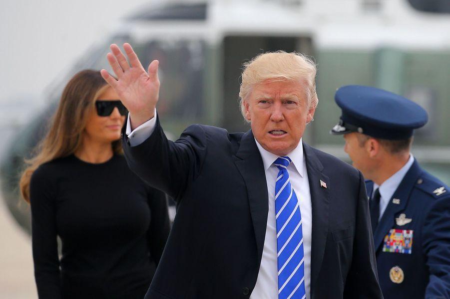Melania et Donald Trump montant à bord d'Air Force One, le 5 juillet 2017.