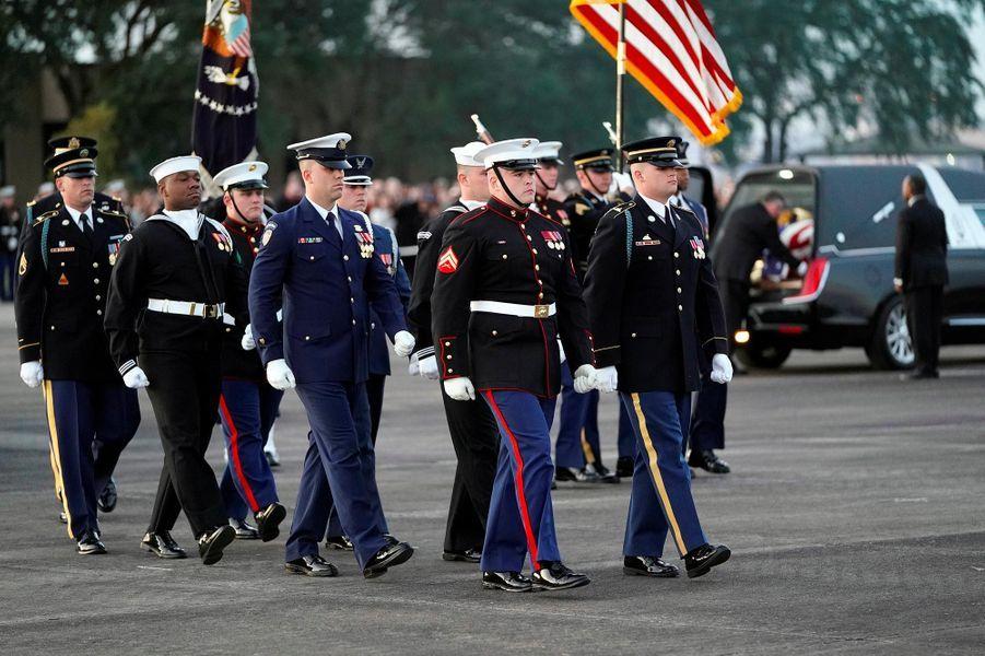 La dépouille de George H. W. Bush a été transportée à Houston, au Texas, où il sera inhumé le 6 décembre 2018.