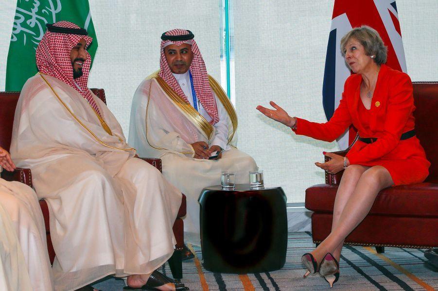 Le prince Mohammed ben Salmane et la Première ministre Theresa May, en septembre 2016.