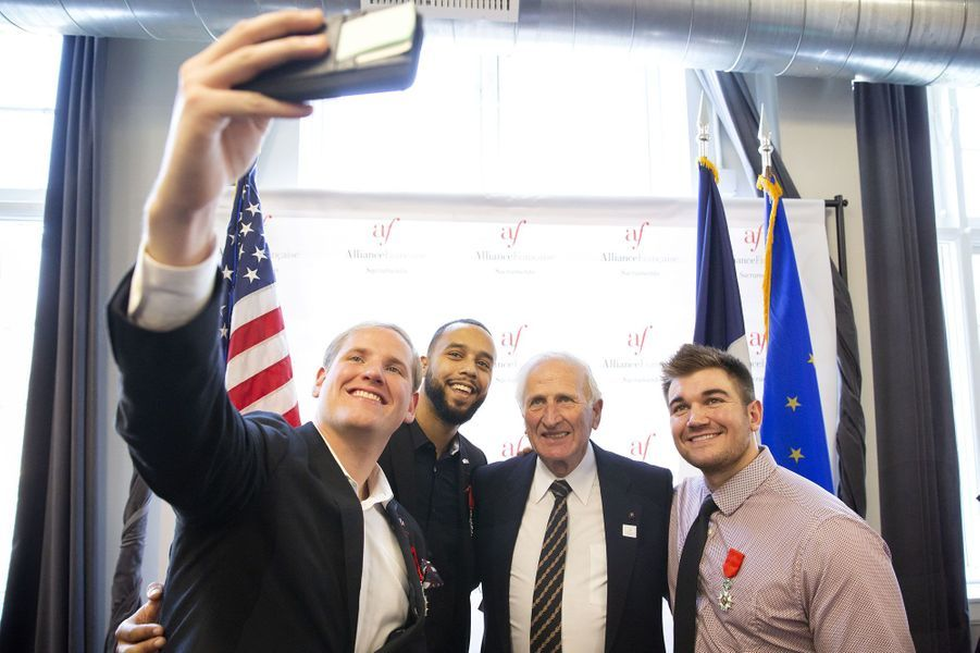 Spencer Stone, Anthony Sadler et Alek Skarlatos avec l'auteur Jean-Jacques Vitrac