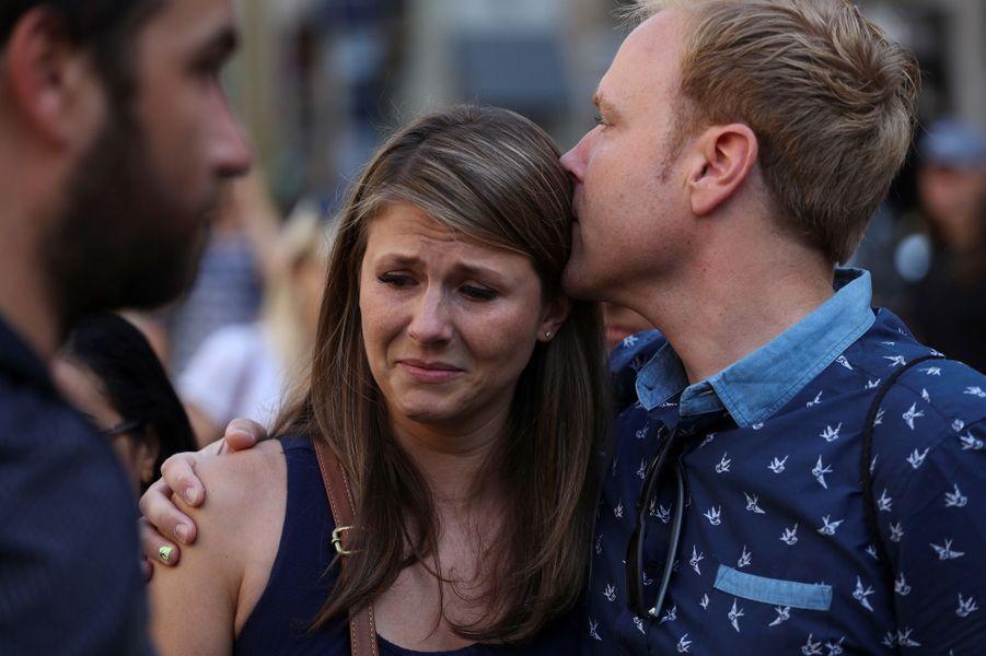 Les Espagnols sont sous le choc des attaques terroristes survenues jeudi.