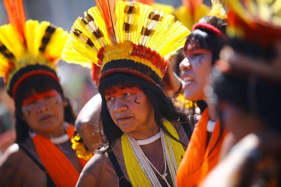 """La première """"Marche des femmes autochtones"""" au Brésil."""