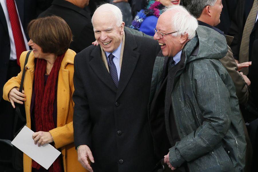 John McCain et Bernie Sandersà l'investiture de Donald Trump, le 20 janvier 2017.