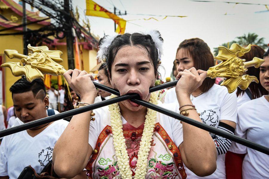 Des fidèles au festival végétarien de Phuket, en Thaïlande, le 1er octobre 2016.