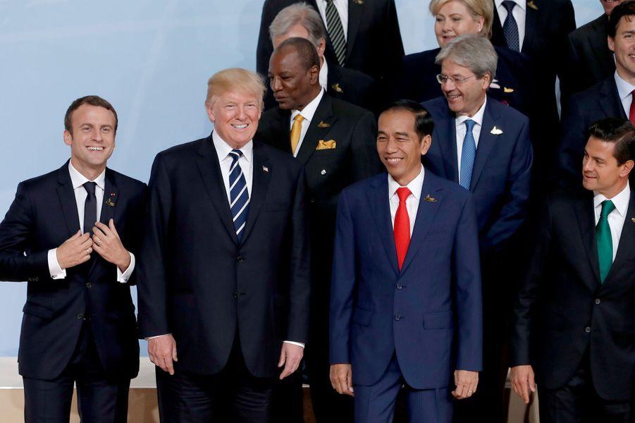 Emmanuel Macron et Donald Trump vendredi au G20 à Hambourg lors de la photo de famille.