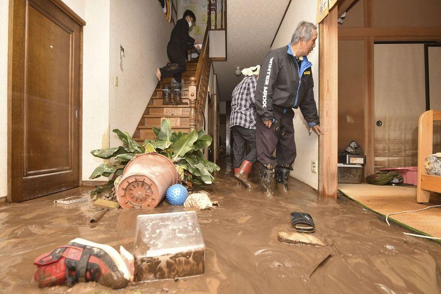 Les dégâts dans une maison à Nagano