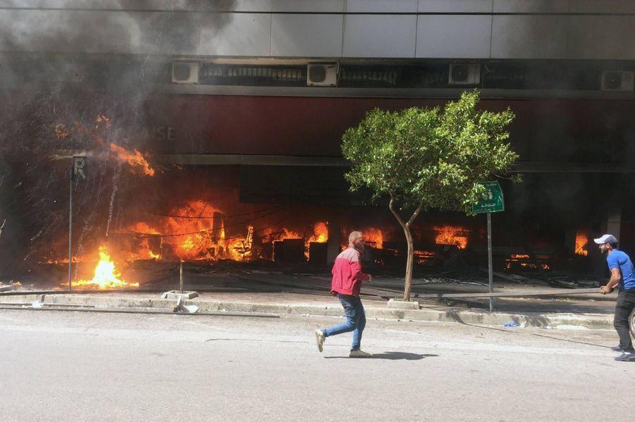 Au lendemain des manifestations à Tripoli, au Liban, le 28 avril 2020.
