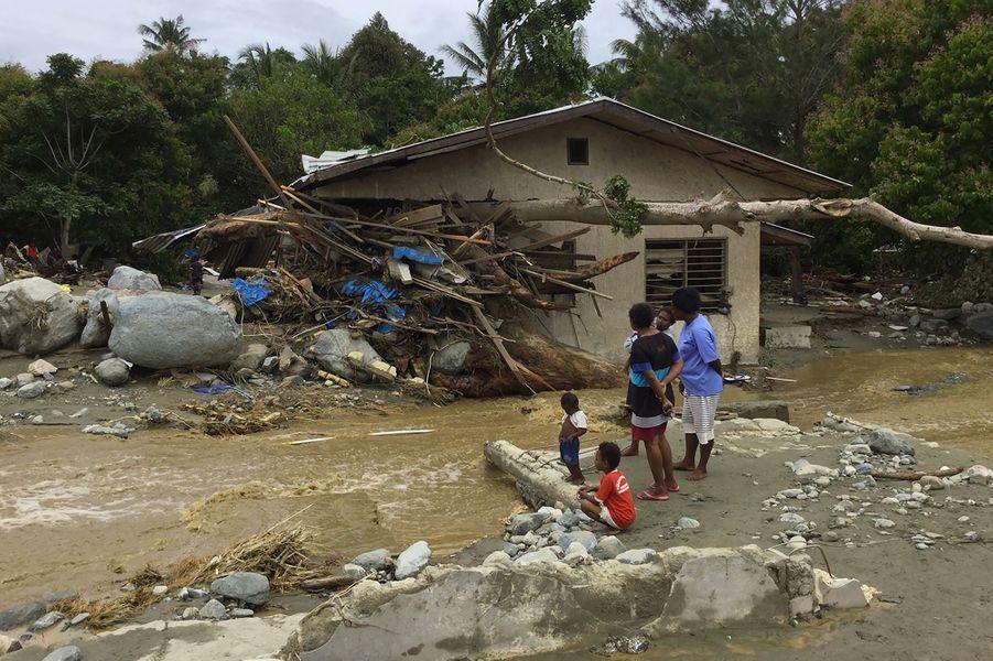 Au moins 58 personnes ont trouvé la mort dans des inondations qui ont frappé la province indonésienne de Papouasie.