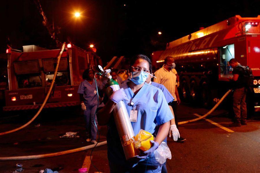 Au moins dix personnes sont mortes dans l'incendie d'un hôpital de Rio de Janeiro.