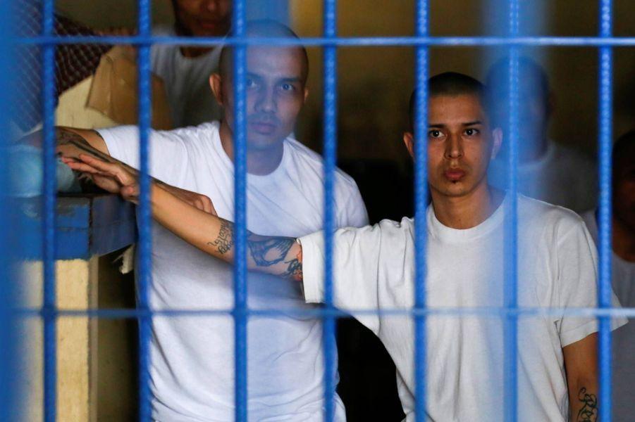 Dans la prison d'Izalco après le confinement de 24 heures, le 27 avril 2020.