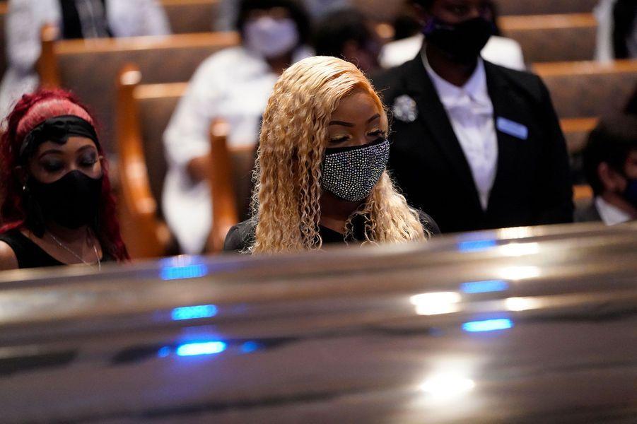 Dans l'église Fountain of Praise, à Houston au Texas, avant une cérémonie privée pour les funérailles de George Floyd, mardi.