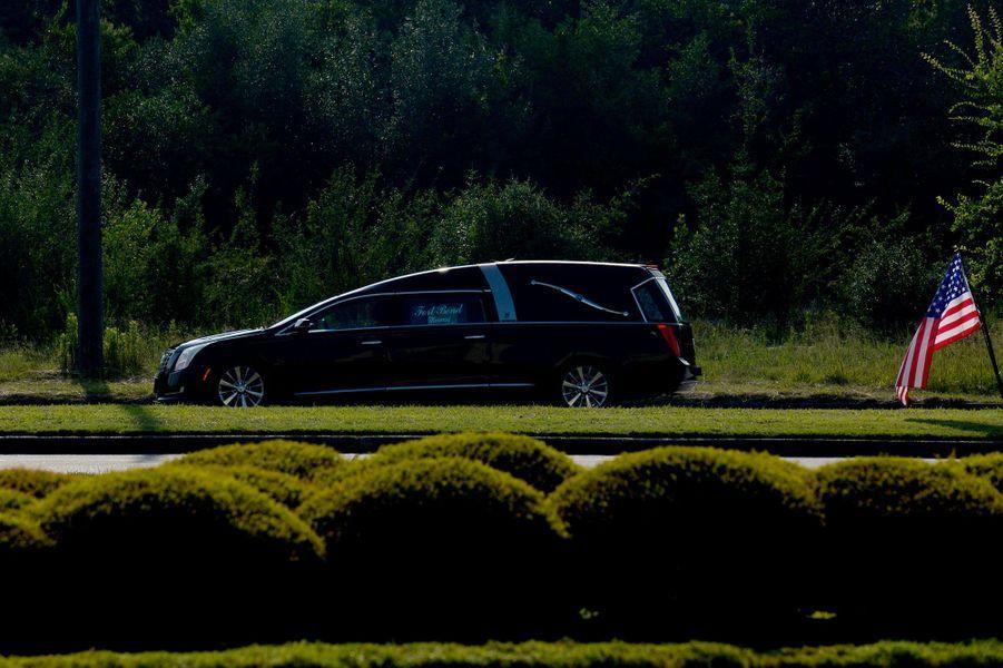 Le cercueil de George Floyd arrive à l'église Fountain of Praise à Houston, au Texas, mardi.