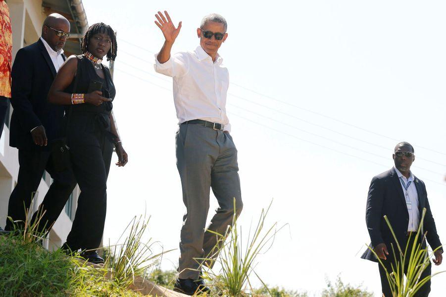L'ancien président des Etats-Unis Barack Obama effectuait son premier voyage dans le pays d'origine de son père, le Kenya depuis 2015. Il a pu se rendre dans le village de Kogelo, où son père est né et est enterré. Ici avec sa demi-soeur, demi-sœur Auma Obama.