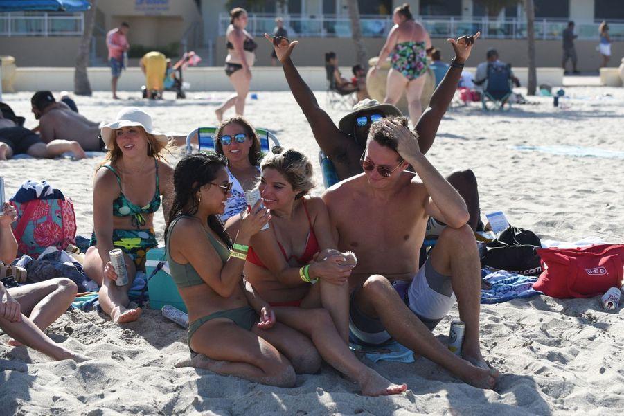 Ni masque ni distanciation sociale sur les plages de Floride.