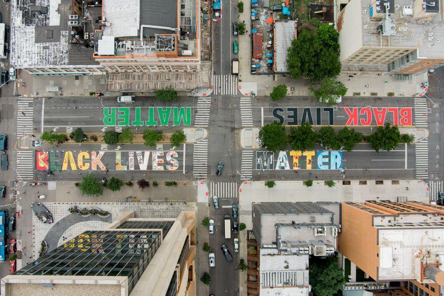 """""""Black Lives Matter"""" sur le Frederick Douglas Boulevard à Harlem."""