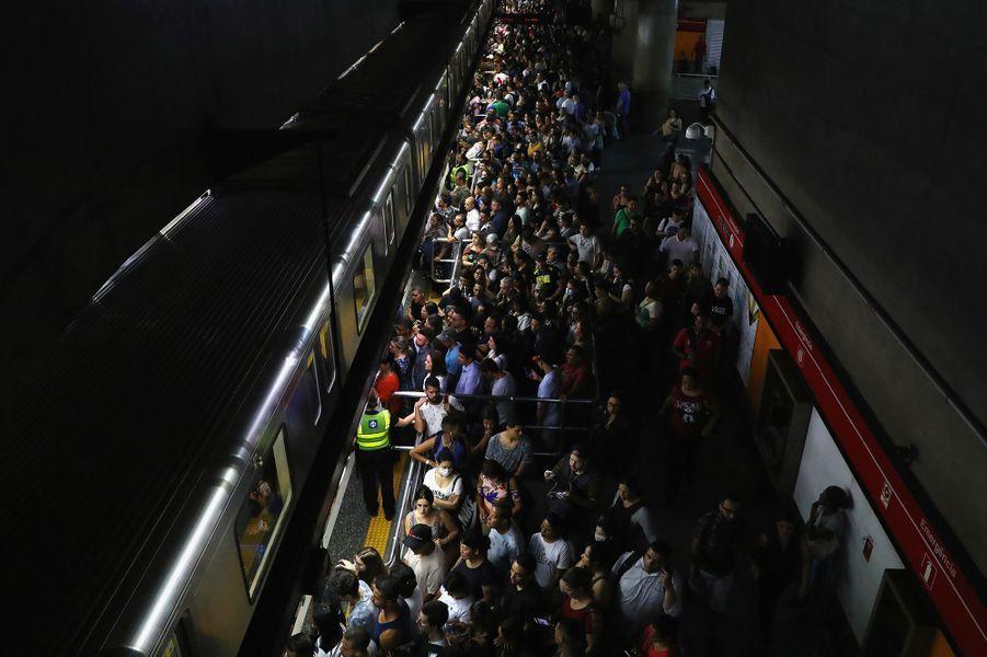 Une station de métro àSao Paulo (Brésil), le 16 mars.