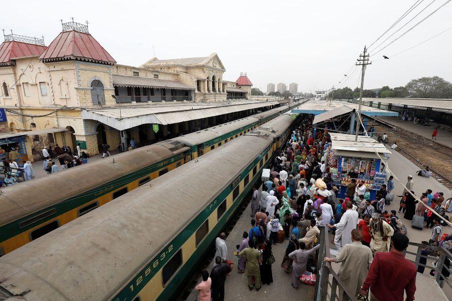 La gare deKarachi (Pakistan), le 15 mars.