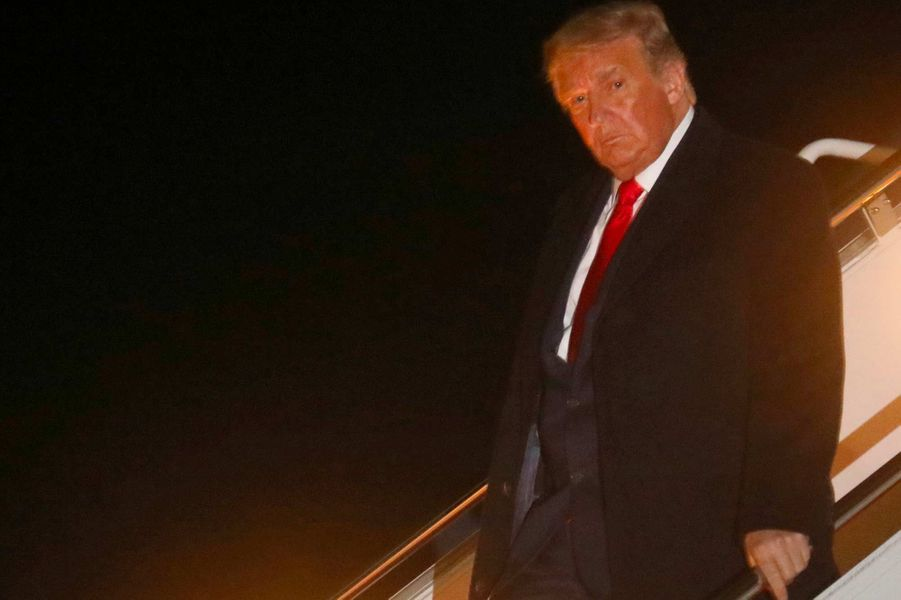 Donald Trump à la descente d'Air Force One de retour du Minnesota, le 1er octobre 2020.