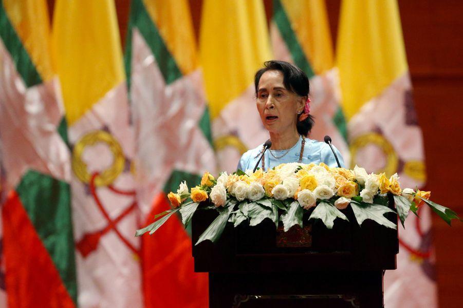 Lepape Francois et Aung San Suu Kyi àNaypyitaw, le 28 novembre 2017.