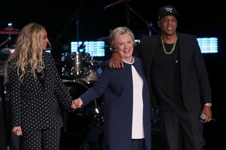 Beyoncé, Hillary Clinton et Jay Z sur la scène de Cleveland, le vendredi 4 novembre 2016.