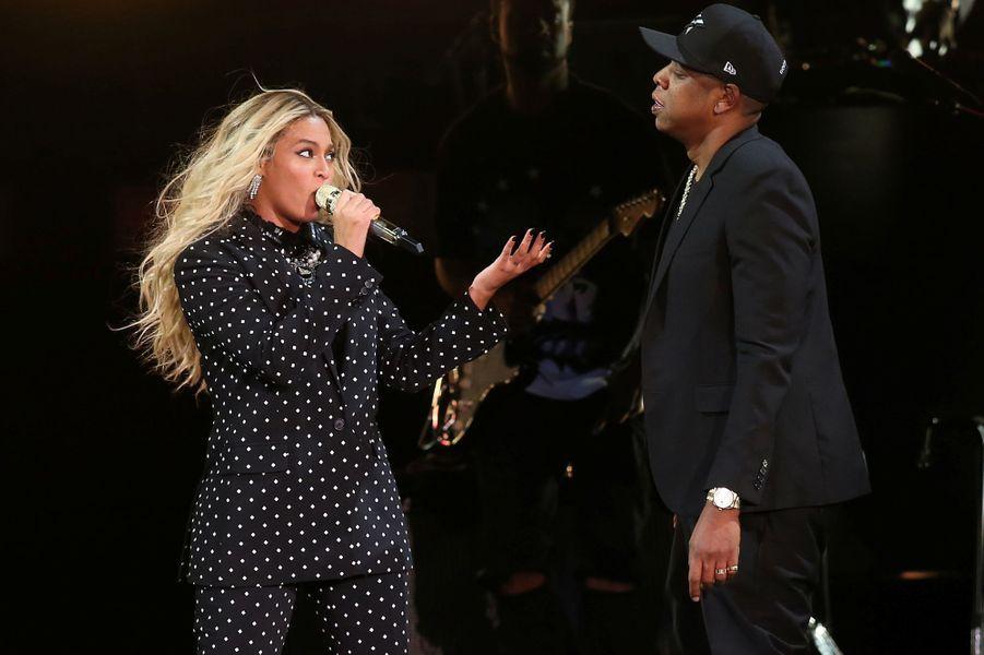 Beyoncé et Jay Z sur la scène de Cleveland, le vendredi 4 novembre 2016.