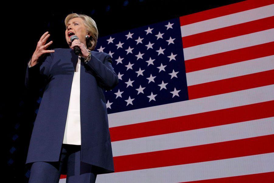 Hillary Clinton sur la scène de Cleveland, le vendredi 4 novembre 2016.