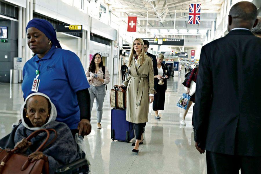 Le 13 avril, à l'aéroport de Dulles, en Virginie, la conseillère de la Maison-Blanche embarque pour l'Ethiopie, première étape de sa tournée africaine.