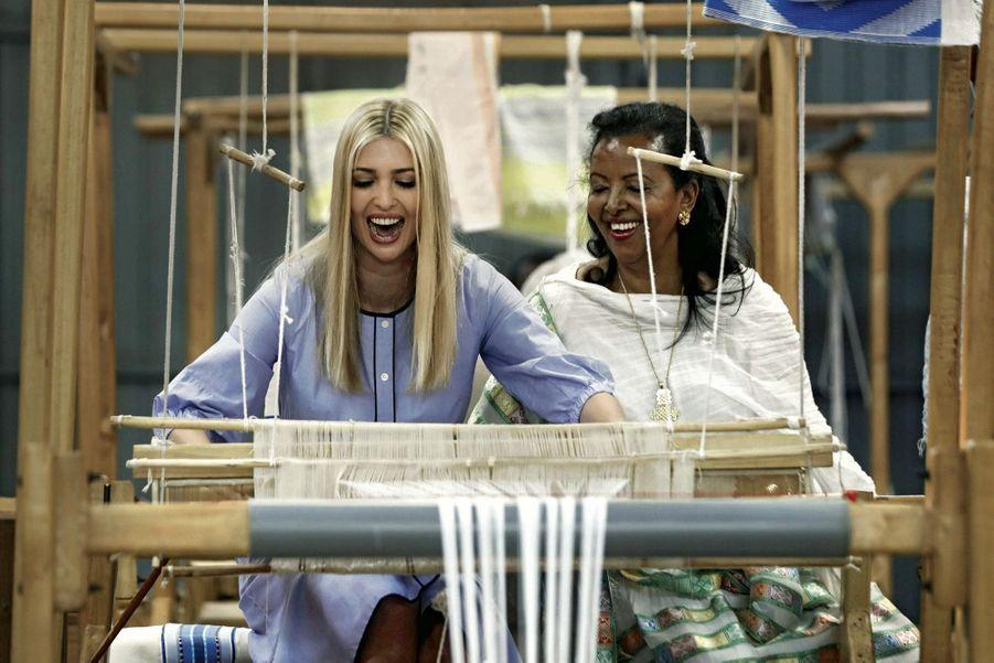 Visite de Muya, une manufacture de textile à Addis-Abeba, soutenue par le fonds de l'Agence des Etats-Unis pour le développement international. Ici avec Sara Abera, la fondatrice de l'entreprise.