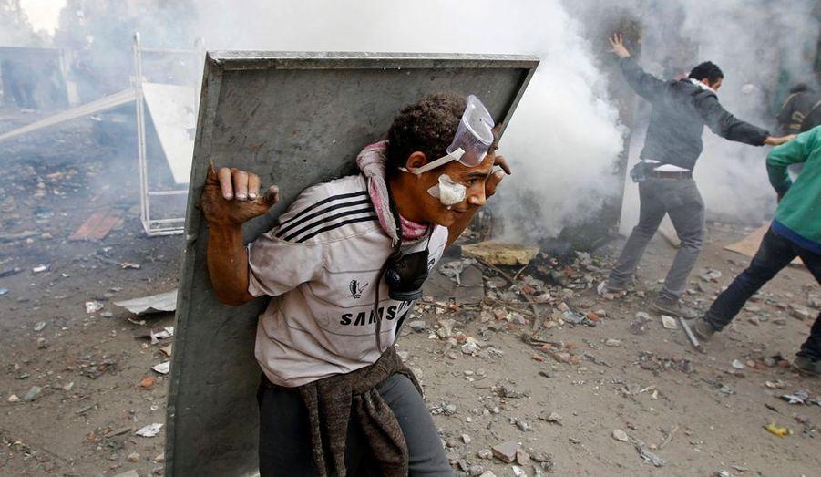 Depuis cinq jours, le peuple égyptien manifeste sa colère dans les rues du Caire. Le photographe de l'agence Reuters Goran Tomasevic est sur place avec les indignés de la place Tahrir, où une nouvelle manifestation s'est tenue mercredi, toujours suivie de violence.