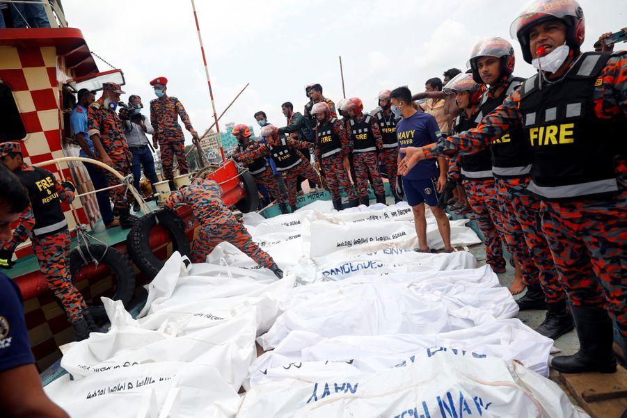 32 corps ont été repêchés. Une vingtaine d'autres sont encore dans le fleuve et ne pourront être retrouvés que si le ferry est remonté à la surface.