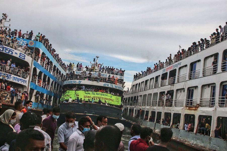 Les Bengalis quittent Dacca pour la fête de l'Eïd.