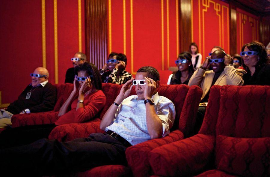 Lunettes 3D pour regarder le Super Bowl, la finale nationale de football américain, dans la salle de cinéma de la Maison-Blanche en février 2009.