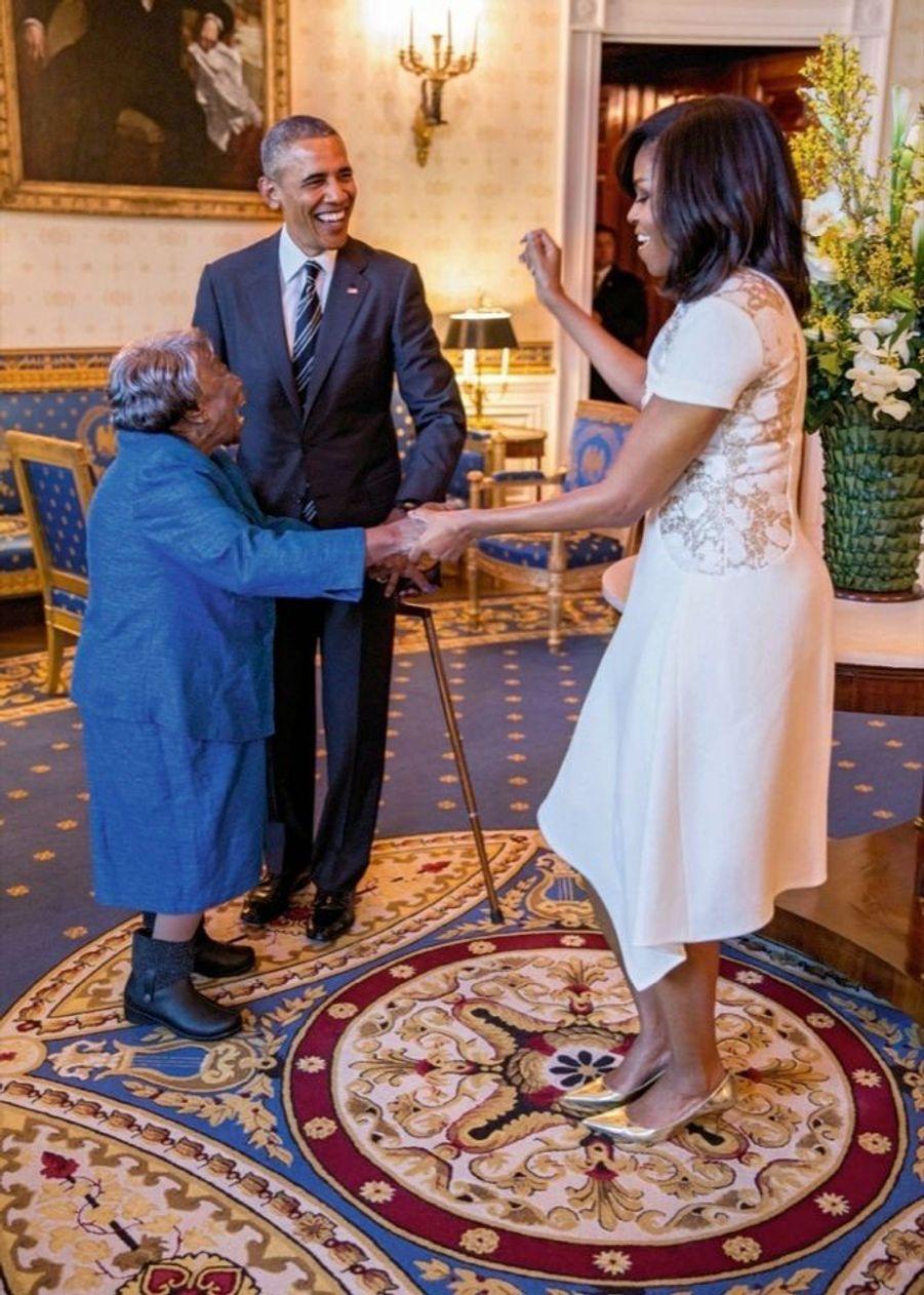 Avec Virginia McLaurin, 106 ans, à une réception célébrant l'histoire afro-américaine, en février 2016.