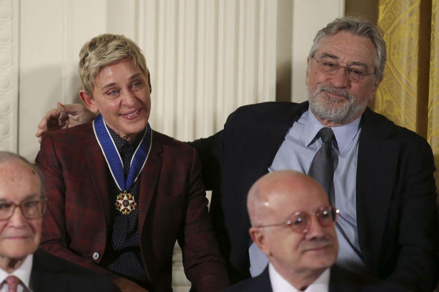 Ellen DeGeneres après avoir reçu la médaille présidentielle de la Liberté et Robert De Niro.